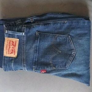 Mid Rise Blue Levi Jeans